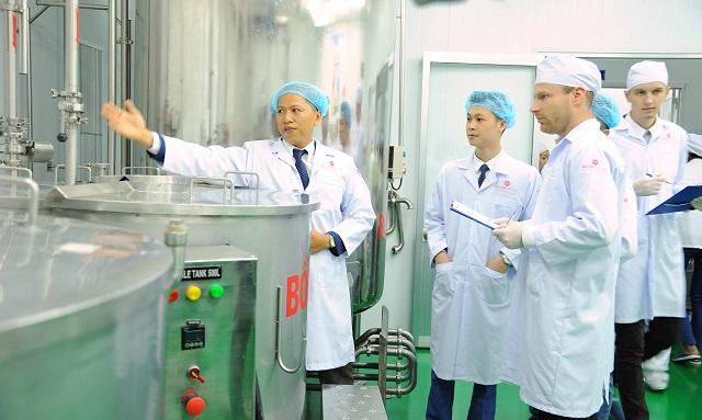 Chất lượng chuyên gia trong nhà máy đóng vai trò quan trọng
