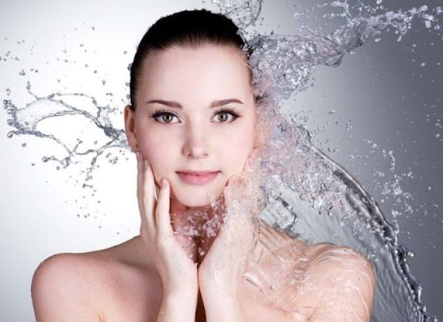 Các thành phần chất mang phân tử nước giúp cung cấp nguồn ẩm trong da