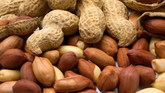 Vỏ đậu phộng cũng mang lại nguồn dưỡng chất ngăn lại quá trình lão hóa da